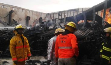 Se extienden trabajo para terminar de sofocar incendio en destilería de Brugal