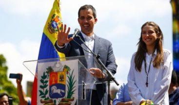 Guaidó dice si siguen bloqueos a ayudas abrirán canal humanitario