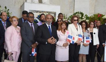 """Ministerio de Trabajo deposita ofrenda floral en el """"Altar de la Patria"""""""