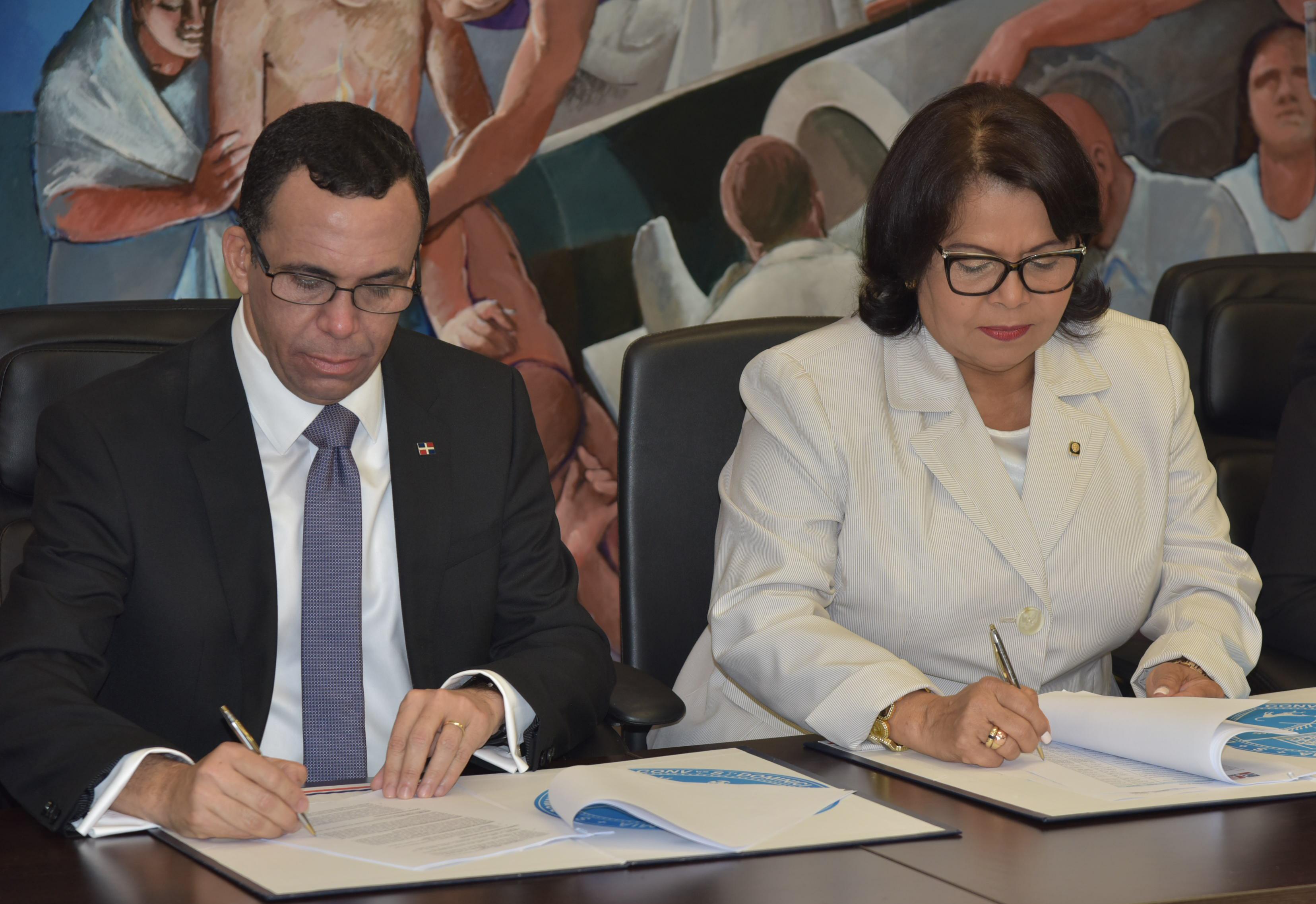 Educación firma acuerdo con la UASD para fortalecer formación de docentes y modalidad técnico profesional