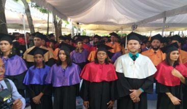 UASD inviste mil 391 nuevos profesionales en distintas áreas