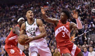 Antetokounmpo lleva a los Bucks al triunfo contra los Raptors