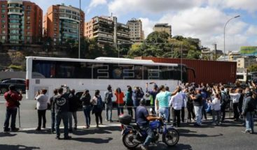 Guardia Nacional venezolana bloquea y lanza gases lacrimógenos a caravana de diputados que van a frontera