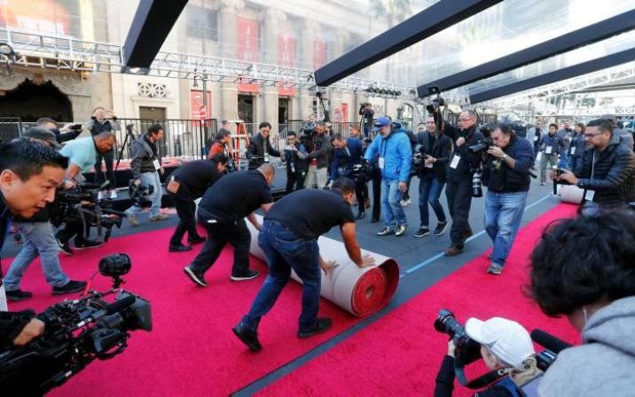 Comienza cuenta atrás para los Oscar tras la colocación de la alfombra roja