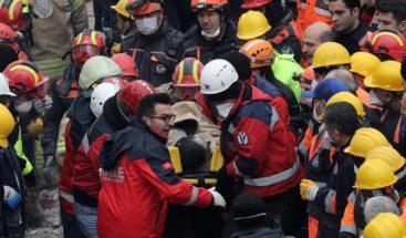 Rescatan vivo a joven tras 45 horas sepultado en edificio Estambul