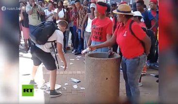 Joven arrasa en la Red por recoger basura que arrojan al suelouna y otra vez