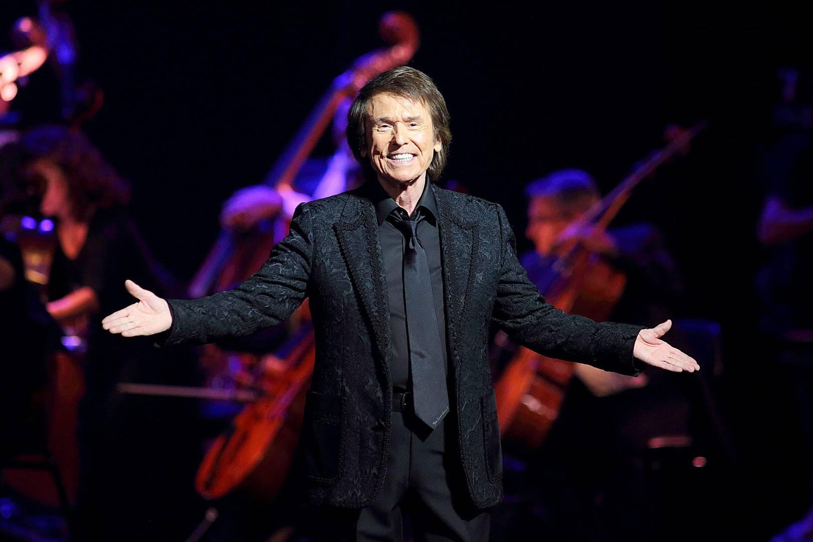 El cantante Raphael aplaza su concierto en Moscú por un resfriado