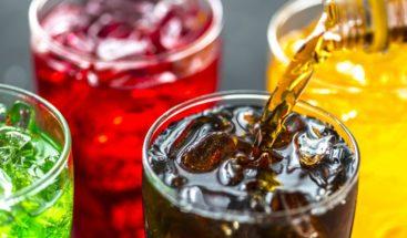 Detectan más riesgo muerte prematura en mujeres que toman bebidas azucaradas