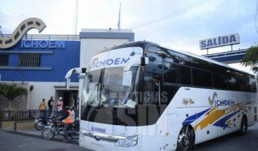 Golpes y empujones en intento de desalojo en terminal de autobuses en La Romana