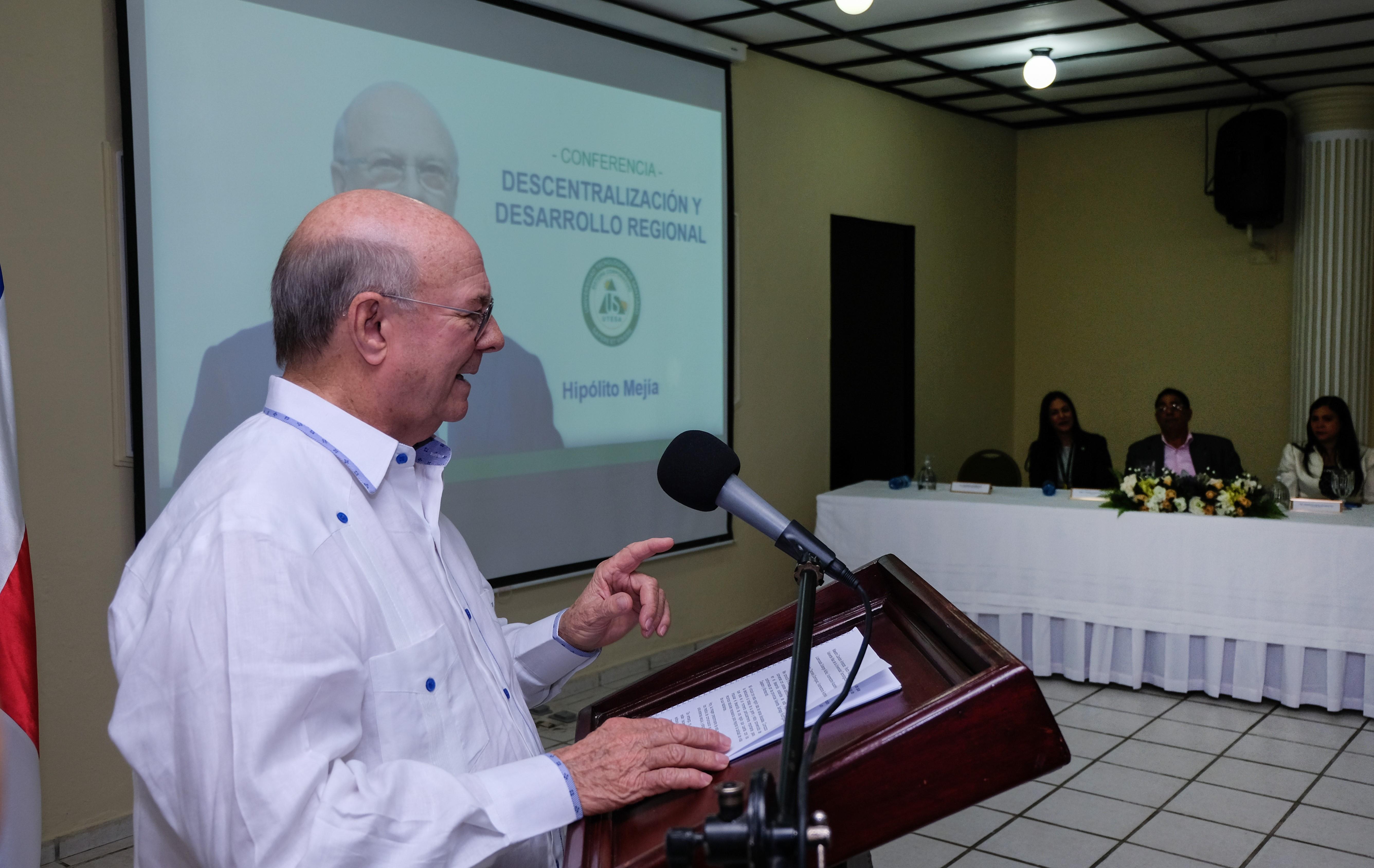 Hipólito Mejía propuse la creación de fuentes de empleos en la Línea Noroeste