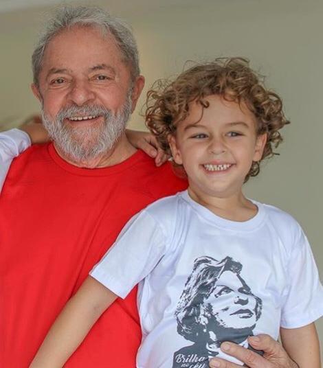 Lula abandona la prisión para ir al entierro de su nieto