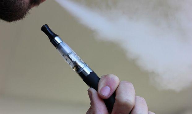 Los cigarrillos electrónicos no son seguros para los pulmones, según estudio