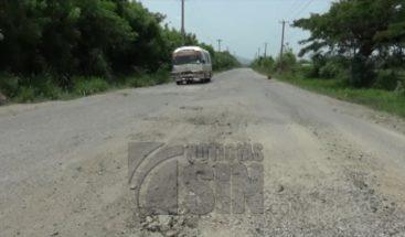 Choferes de la ruta Santiago Rodríguez-Dajabón reclaman reparación de carretera