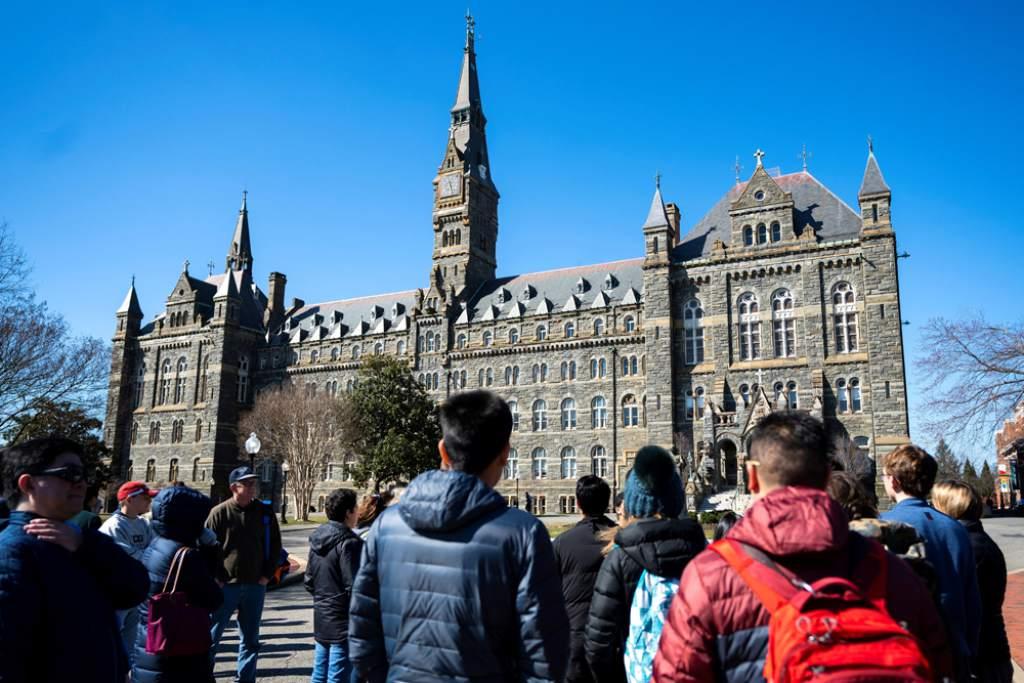 EEUU desvela millonaria red de sobornos para acceder a universidades de elite