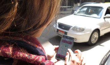 Un taxi femenino para combatir el acoso y el desempleo en Egipto