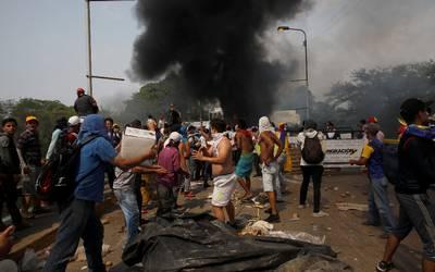Venezuela contabiliza 315 heridos, 19 militares, por disturbios en frontera