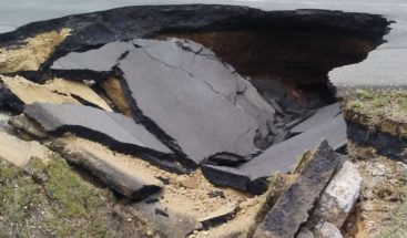Habilitan pasotránsito vehicular tramo km 144 autopista Duarte, que socavó el pasado jueves