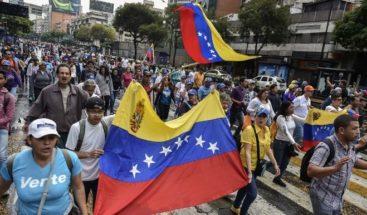 Opositores y partidarios del gobierno de Maduro marchan en Venezuela