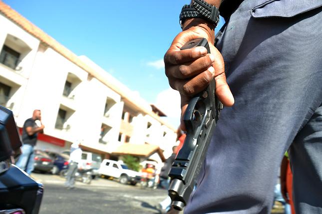 Tres personas heridas durante un confuso tiroteo en Santiago