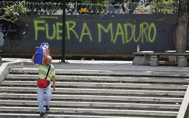 EE.UU. prohíbe entrada a su país de 340 venezolanos, 107 diplomáticos de Maduro