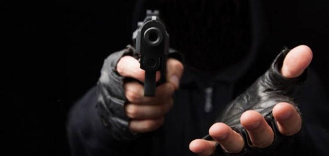 Apresan a dos hombre por asaltar banca de lotería en Duarte