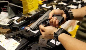 Nuevo México en EE.UU. firma ley para mayor control sobre armas de fuego