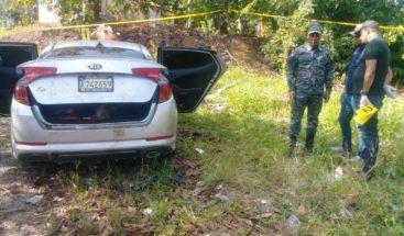 Encuentran tres personas muertas dentro de un vehículo en La Vega