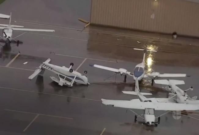 'Ciclón bomba' en EEUU deja un muerto, cientos de accidentes y más de mil vuelos cancelados