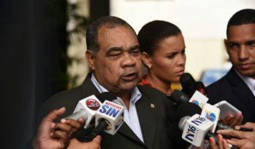 Diputado llama a la JCE a sancionar a aspirares a cargo que mantienen vallas publicitarias
