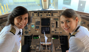 Se hace viral la foto dedos mujeres piloto que son madre e hija