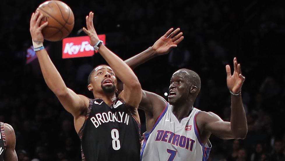 Nets arrollan a Pistons en la lucha por asegurar pase a los playoffs