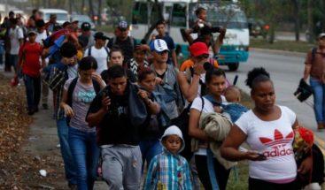 Caravana de unas 3 mil personas cruza hacia México este viernes