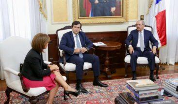 Presidente Medina recibe visita del presidente de Microsoft para Latinoamérica