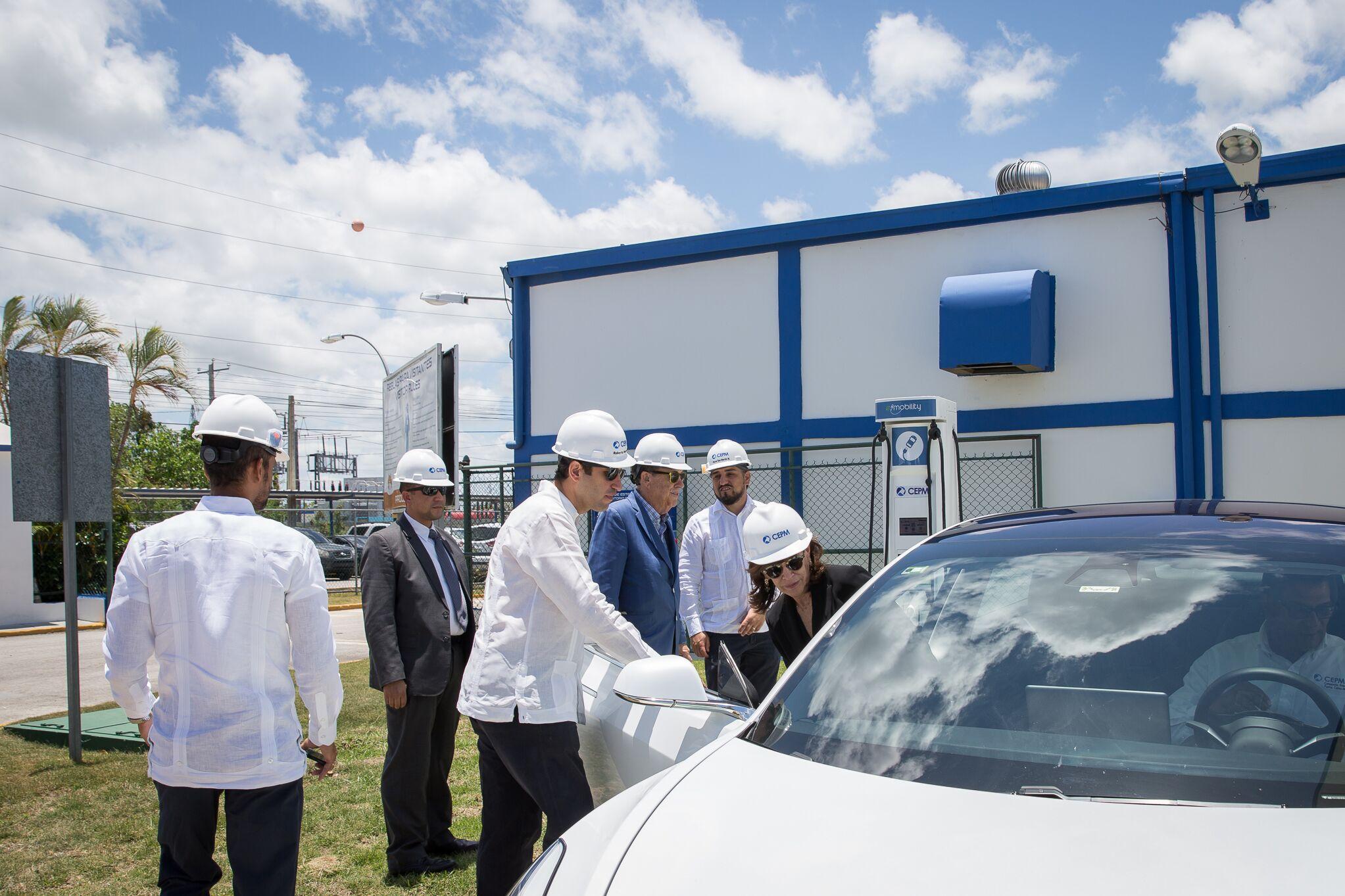 Embajadora de Estados Unidos visita instalaciones de CEPM en Bávaro