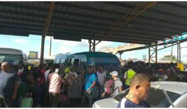Abarrotadasde vacacionistas están las terminales de autobuses por asueto de Semana Santa