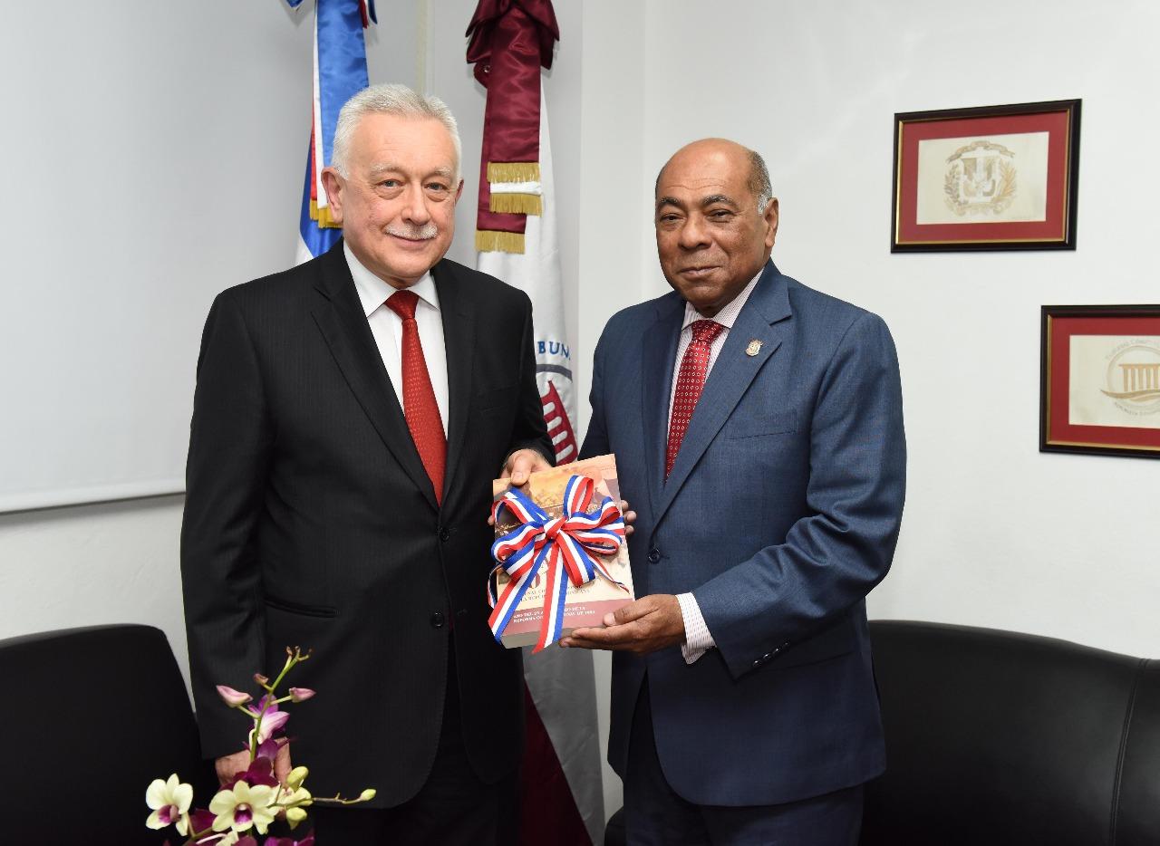 TC declara conforme a la Constitución acuerdo de exención de visas entre Rusia y la RD