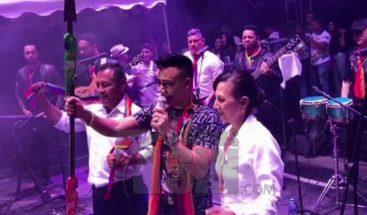 El bachatero Elvis Martínez fue reconocido por su trayectoria en Ecuador