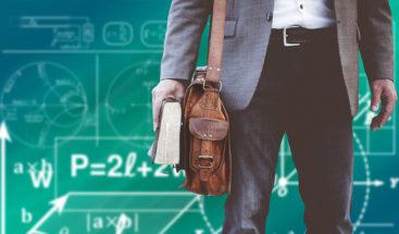 Profesor recibe 106 latigazos para protestar contra un despido masivo de docentes