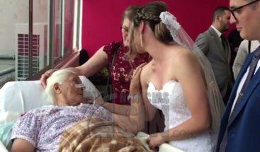 Pareja se casan en hospital para que parientes internos formen parte del evento