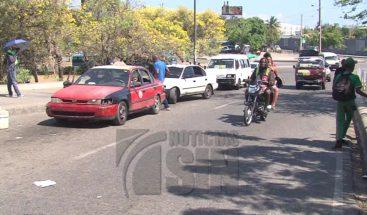 Chóferes y pasajeros aseguran no merecen que el gobierno siga aumentando los precios de los combustibles