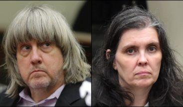 Condenan a cadena perpetua a los padres de la 'casa del horror' que mantenían a sus 13 hijos en cautiverio