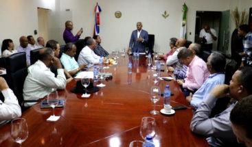 Ministro de Agricultura y productores de ajo se reúnen para fijar precio en la venta del condimento