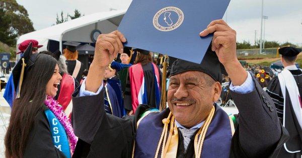 El largo camino del migrante mexicano que terminó la universidad con 58 años