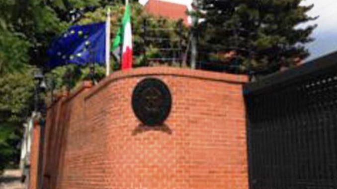 La crisis venezolana se instala en las embajadas del mundo en Caracas