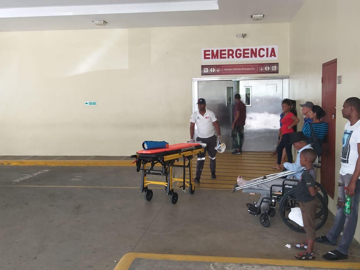 En estado crítico mujer agredida a puñaladas por su esposo en Villa Mella
