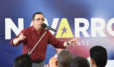 Navarro asegura que él es el presidente joven y maduro que el país necesita