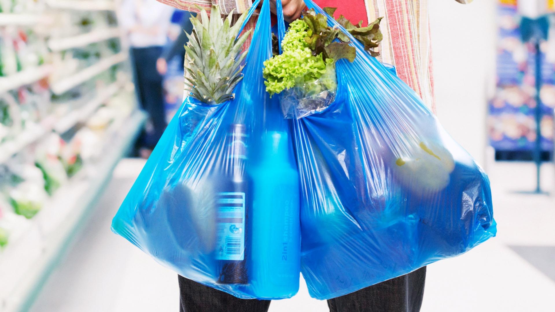Perú tendrá impuesto al plástico de un solo uso y cobrará por uso de bolsas