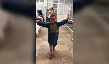 Niño afgano baila con prótesis y capta atención de redes sociales