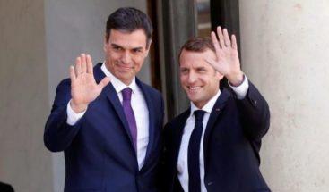 Macron recibe a Sánchez en París para abordar una alianza contra ultraderecha
