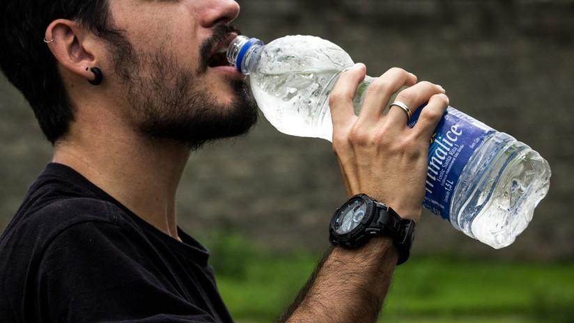 Muere de un infarto por beber agua helada después de jugar fútbol
